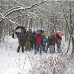 Erster Versuch eines Gruppenbilds im Wald bei heftigem Schneefall