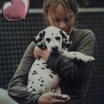 Anny-Chamei vom Furlbach auf dem Bild ist Sie 6 Wochen mit Ihrem kleinen Frauchen...2003