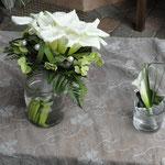 Brautstrauss und Nadel für den Bräutigamm
