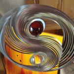 Edelstahl-Windspiel: Ying und Yang, rund mit roter und weißer Kugel