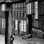 Mölln - Heimat Till Eulenspiegels; Erfinder der deutschen Ironie. Und sehr norddeutsch. Und da Thomas Mann ein Meister der Ironie ist, erfordert es einen Besuch auf den Spuren dieser feinsten aller komischen Arten.