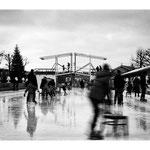Amsterdam - Eisbahn mit fröhlichen Menschen