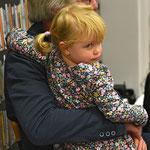 10.11.19 Galerie LeonArt - Charlotte ist es vielleicht doch nicht ganz geheuer? -   Foto E. Jocher