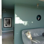 Blick vom Wohnzimmer zum Flur und Küche