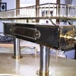 Edelstahlzapfsäulen Eckig - mit Messing Zierteilen und Gläserboard  - ES 001