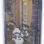 T 026 einflüglige geschmiedete Zimmertür mit aufwendigen Türgriffen  mit vergoldeten Zierteilen
