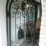 T 032 Gartentür geschmiedet in Altgrün Gold mit gefassten Rosen