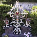 Grabkreuz mit Laternen in Alt Weiß Gold - GK 005