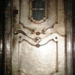 T 034 Aufzugstür in Blech verzinnt mit geschmiedeten Zierteilen