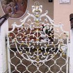 T 006 Gartentürl in Altweiß Gold geschmiedet