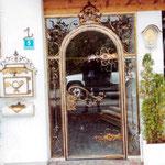 T 015 Eingangstür in Glas mit Bronzeeinfassung