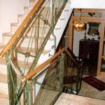 GL 016 mit Glasfüllungen und Messingstreben Grün gefasst