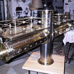 Edelstahlzapfsäulen poliert mit Messing Zierteilen und Gläserboard - ES 003