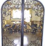 T 027 zweiflüglige geschmiedete Zimmertür  mit vergoldeten Zierteilen