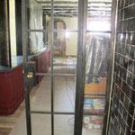 T044 Stahltür mit mundgeblasenen Glas