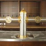Edelstahlzapfsäulen poliert mit Messing Zierteilen und Bronzelogo gegossen - ES 005