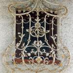 Fenstergitter Barock mit Korb in Alt - Weiß Gold gefasst - FG 003