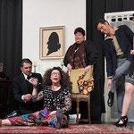 Das Medium wurde mit vereinten Kräften aus seiner Trance geholt (v.l.): Christian Fischer, Marion Günzel, Daniela Günzel, Günter Baier und Ines Winklhofer. − Fotos: Eckelt