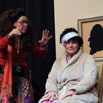 Hat das Dienstmädchen (Anke Kirchhoff, rechts) etwas mit den Zaubereien zu tun?