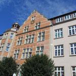 Unser schönes Gebäude von der Straßenseite