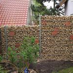 Hartmut Albrecht Tore & Zäune: Gabionen gefüllt mit Schmuckelementen