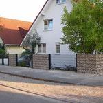 Hartmut Albrecht Tore & Zäune: Stabmattenzaun kombiniert mit Gabionen