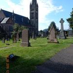 der alte Friedhof mit Blick auf die geschlossene Baptist Church
