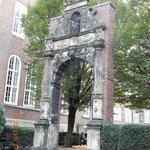 ein Tor vor dem Museum für hamburgische Geschichte