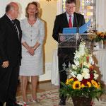 Die Preisverleihung nahmen Stadtverordnetenvorsteher Wolfgang Nickel, Kulturdezernentin Rose-Lore Scholz und Bürgermeister Arno Goßmann gemeinschaftlich vor