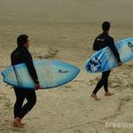 Thiago und Panda - ready for surfing
