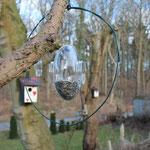 Eva Solo Vogelfutterhaus mit selbstkonstruierten Anflugring. Ast war nicht ausreichend