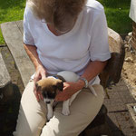 Campino kuschelt mit Oma