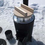 昨年同様に大活躍した薪ストーブ。わずかな燃料で暖房と大火力の調理器を兼ねる