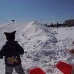 今回から設けた、冬の遊びの代名詞「ソリ滑り」コーナー