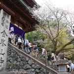 ⑤金峯山寺山門、蔵王堂が中千本の中心にあり、熊野本宮大社に至る険しい修験道の奥駈道の始まり