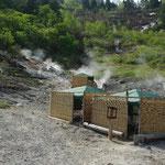 ④蒸ノ湯のオンドル浴、八幡平を代表する湯治場であったが、宿泊棟が地滑りに襲われて殆ど倒壊、今は地熱利用の仮小屋が建てられています。