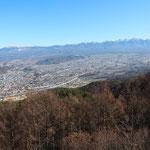 杖突峠からの蓼科山・八ヶ岳の眺望、伊那から高遠を通り、諏訪に至る杖突峠は、往時の賑いを彷彿させる雰囲気に満ちています。