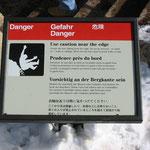 4ヶ国語で表示されている危険注意標識(グランドキャニオン)