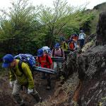 ③ボランティアの活躍、登山者の利用者負担には、チップなどの金銭負担とボランティア活動による労力の提供の二つの方法があります