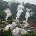 ①霧島温泉の噴気、韓国岳と高千穂の峰の登山基地が霧島温泉やえびの温泉、最近まで、薪燃岳の噴火で、霧島連山の縦走が禁止されていました。