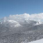 ⑤岩手山(2038m)の頂上には雲がかかっていた。