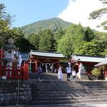 ①中宮祠、中禅寺湖畔からの男体山登拝口、二荒山神社の開祖である勝道上人が奈良時代に苦労の末、ここから男体山山頂に登山したところ