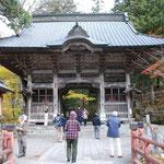 ③群馬県、榛名神社の入口、ここをお詣りして、榛名山方面に自然歩道が続く