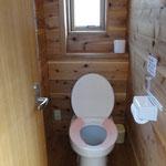 山小屋の大小分離式トイレ
