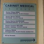 Plaque du cabinet dentaire dans la Rue du Rouet
