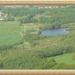 Ein Teich am Rande des Flugplatzes