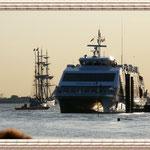 Der Katamaran kommt gerade von Helgoland zurück.