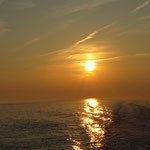 Golden geht die Sonne unter