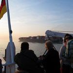 Kontainerschiff auf der Elbe