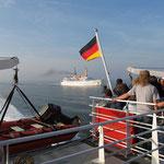 Auf der Nordsee - Wir überholen die Atlantis, die auf dem Weg nach Cuxhafen ist.